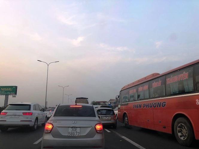 Bức xúc vì cao tốc Pháp Vân - Cầu Giẽ 'cứ cuối tuần là tắc' - ảnh 3