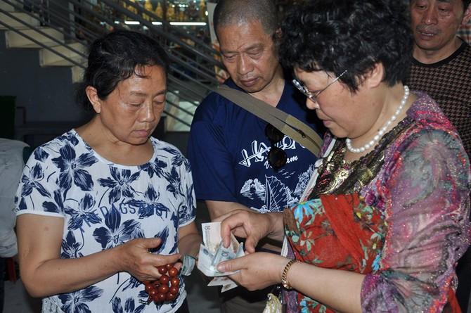 [CHÙM ẢNH] Hàng vạn 'người già' Trung Quốc vào Việt Nam theo tour 0 đồng - ảnh 4