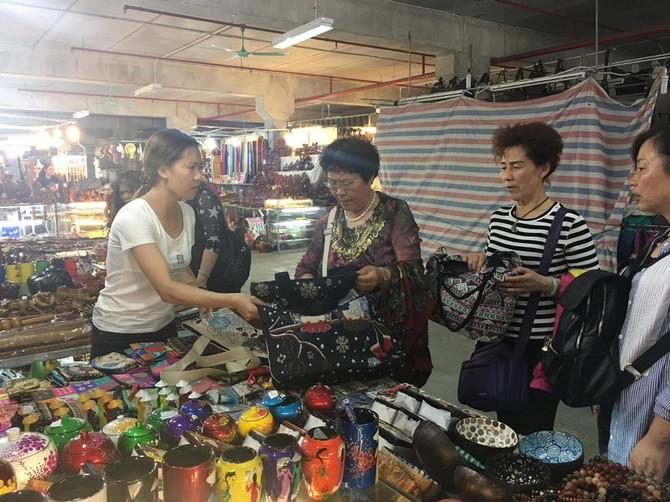 [CHÙM ẢNH] Hàng vạn 'người già' Trung Quốc vào Việt Nam theo tour 0 đồng - ảnh 3