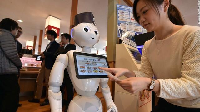 Chú robot Humanoid Pepper đã được chủ một nhà hàng chuyên bán Sushi tại Hamazushi, Nhật Bản tiếp nhận làm nhân viên.