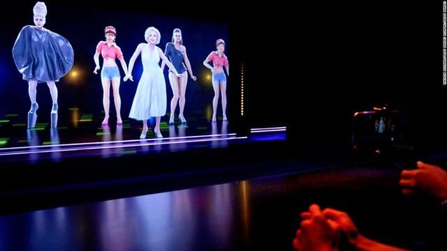 Khách đến thăm sẽ được quét ảnh 3 chiều khuôn mặt, sau đó chuyển thành một vũ công cho một lần nhảy 90 giây tại bảo tàng sáp Madame Tussauds ở Tokyo.