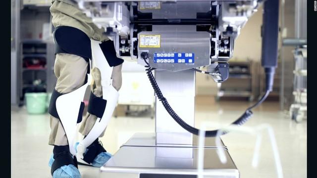 Archelis là một loại khung xương chịu lực (exoskeleton) được thiết kế đặc biệt để hỗ trợ cho các bác sĩ giải phẫu trong cuộc phẫu thuật dài.