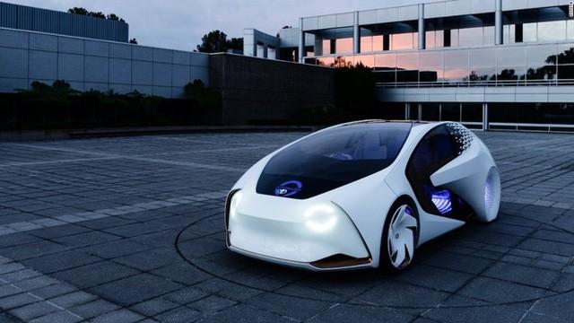 Mặt trước của chiếc xe hiển thị cho biết xe đang được lái tự động hay bằng tay.