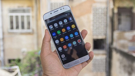 Nhung smartphone tam trung noi bat gia duoi 7 trieu dong - Anh 1