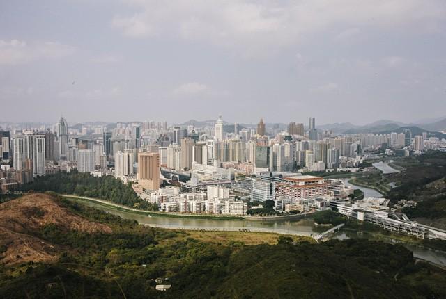 Trung Quốc biến 1 làng chài nhỏ bé thành đặc khu kinh tế có GDP đạt 294 tỷ USD, thu nhập đầu người tương đương OECD như thế nào? - Ảnh 2.