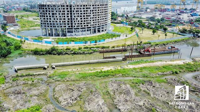 Dự án nằm giáp ranh với tổ hợp River City - một trong những dự án cũng trầy trật nhiều năm liền của Phát Đạt
