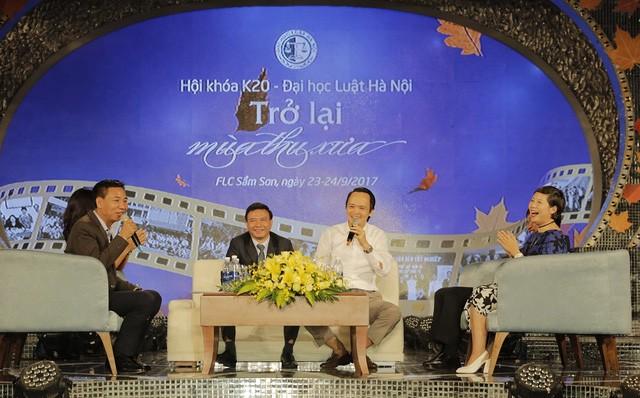 Ông Trịnh Văn Quyết (áo trắng) phát biểu trong talkshow