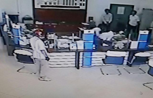 Công bố nhận dạng kẻ cướp ngân hàng ở Vĩnh Long - ảnh 1
