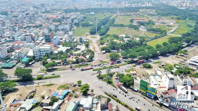 Nút giao sau khi qua khỏi cầu Tân Thuận 2 từ hướng quận 4 là ngay vị trí cửa ngõ dự án