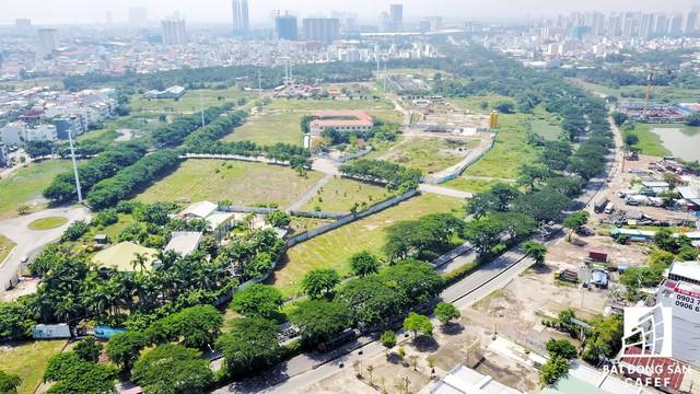 Khu đất tọa lạc tại một vị trí đắc địa nhất Phú Mỹ Hưng, giao với đường Nguyễn Văn Linh - Nguyễn Tất Thành