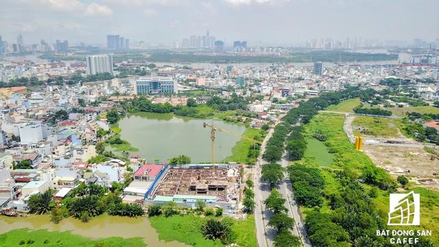 Một góc khu đất hướng về phía quận 5, nằm cạnh khu chế xuất Tân Thuận và trên tuyến đường đi Cần Giờ
