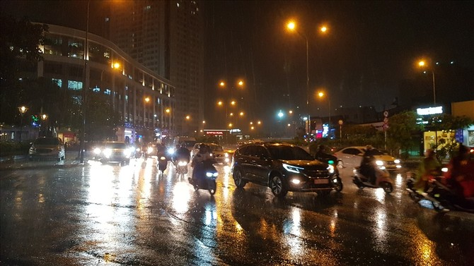 Nạn ngập nước, kẹt xe mỗi khi mưa lớn trên đường Nguyễn Hữu Cảnh đã chấm dứt sau khi máy bơm được ký hợp đồng nguyên tắc và đi vào vận hành. Ảnh: Trường Sơn
