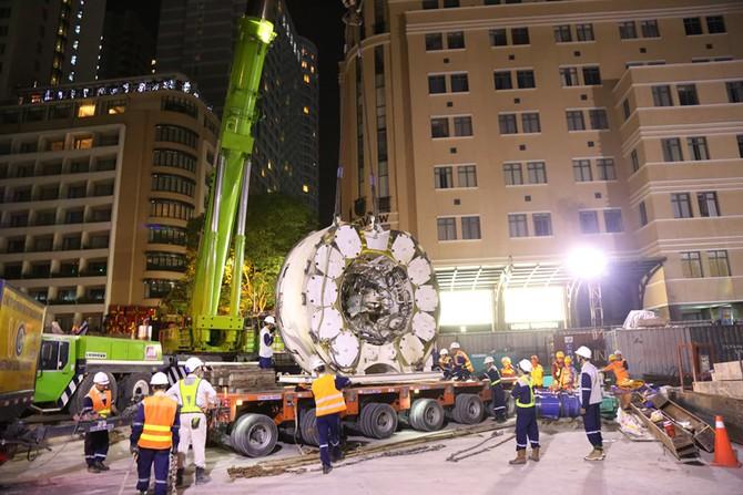 Cận cảnh Robot 'khủng' khoan hầm Metro tháo rời chuyển về ga Ba Son như thế nào? - ảnh 8