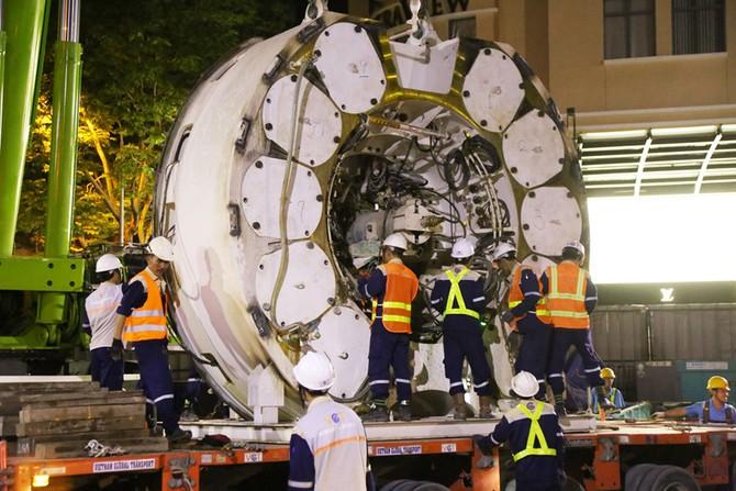Cận cảnh Robot 'khủng' khoan hầm Metro tháo rời chuyển về ga Ba Son như thế nào? - ảnh 5