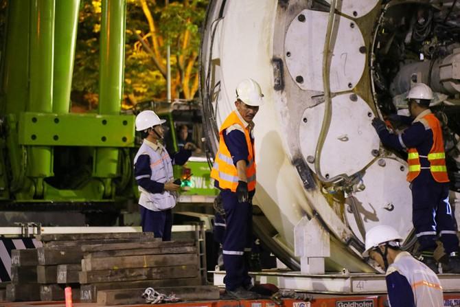 Cận cảnh Robot 'khủng' khoan hầm Metro tháo rời chuyển về ga Ba Son như thế nào? - ảnh 6