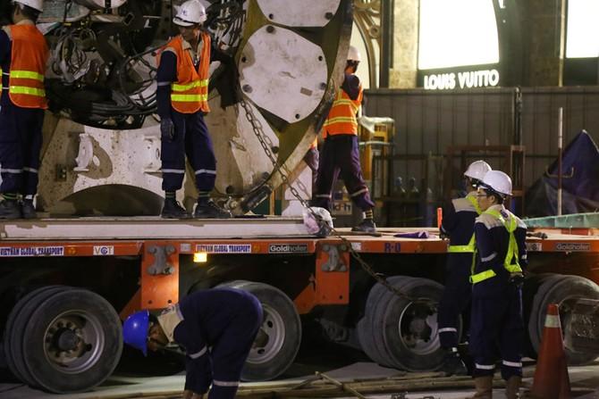 Cận cảnh Robot 'khủng' khoan hầm Metro tháo rời chuyển về ga Ba Son như thế nào? - ảnh 7