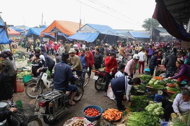 Nét quê trong phiên chợ ngoại thành Hà Nội ngày 30 Tết