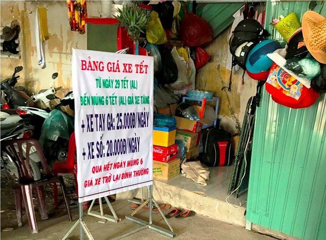 'Chặt chém' người gửi xe máy dịp Tết quanh bến xe ở Sài Gòn - ảnh 3