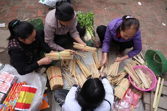 Nét quê trong phiên chợ ngoại thành Hà Nội ngày 30 Tết - ảnh 4
