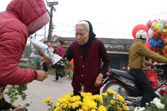 Nét quê trong phiên chợ ngoại thành Hà Nội ngày 30 Tết - ảnh 5
