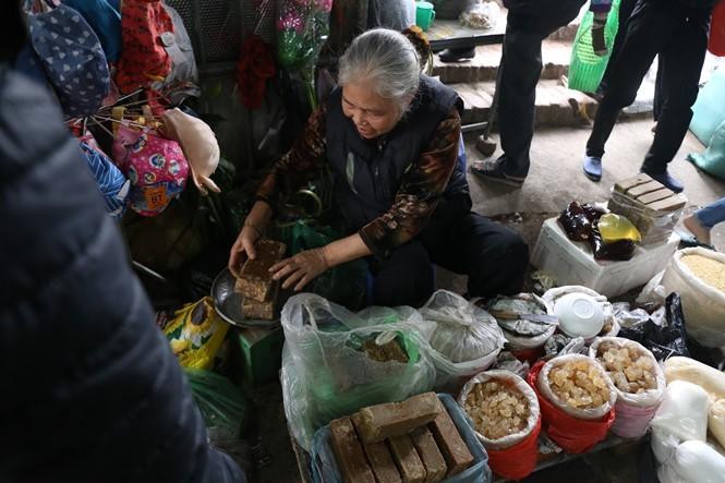 Nét quê trong phiên chợ ngoại thành Hà Nội ngày 30 Tết - ảnh 6