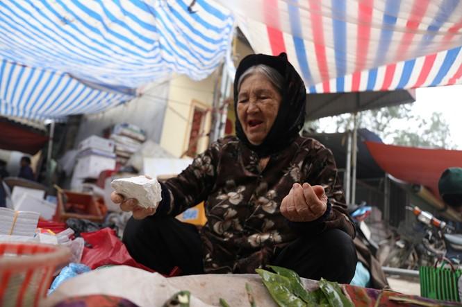 Nét quê trong phiên chợ ngoại thành Hà Nội ngày 30 Tết - ảnh 8