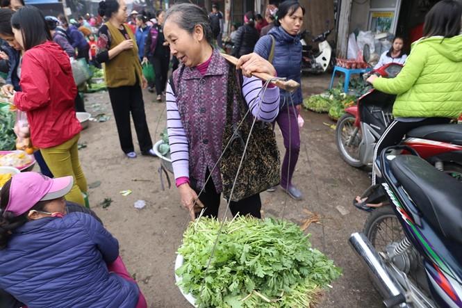 Nét quê trong phiên chợ ngoại thành Hà Nội ngày 30 Tết - ảnh 9