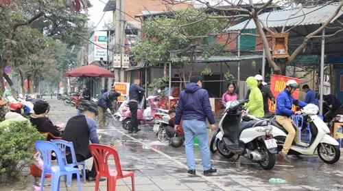 Giá rửa xe máy những ngày sát Tết cũng tăng lên 50.000 đồng mỗi lượt. Ảnh: AT