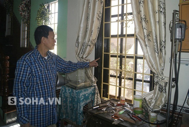 Cửa sổ nơi bọn trộm lẽn vào đã được gia đình sửa lại.