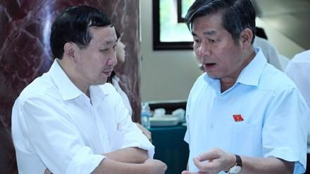 Bộ trưởng Bùi Quang Vinh (bên phải) khẳng định GDP tăng 6,03% là con số thực và đích thân ông đã chỉ đạo Tổng cục Thống kê làm kỹ. Ảnh: Hồng Vĩnh