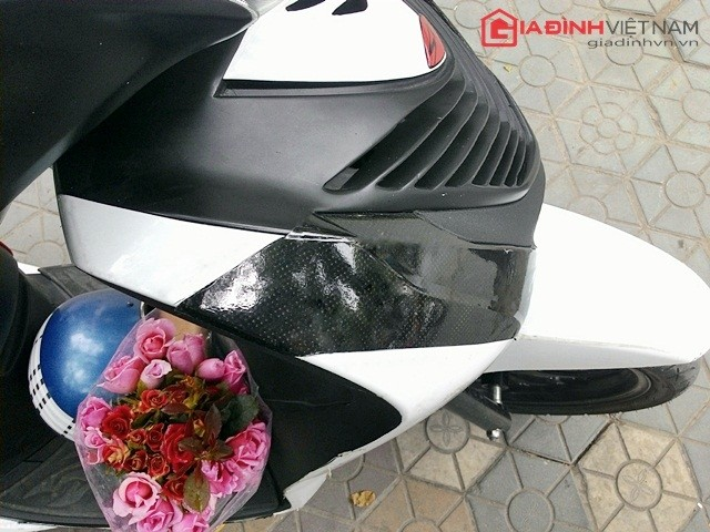 Một chiếc SH Việt 125 được chủ nhân độ mặt nạ làm bằng chất liệu nhựa composite bền và rất khó vỡ. Được biết chiếc mặt nạ này được đặt từ TP. Hồ Chí Minh, có giá gần 2 triệu đồng