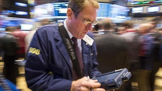 Chứng khoán Mỹ tăng nhẹ vì USD giảm giá