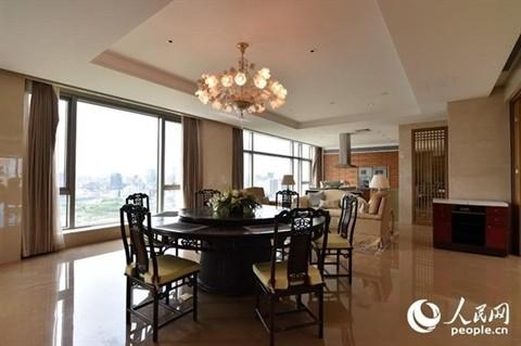 Riêng phòng ăn cũng rộng gấp đôi diện tích một căn hộ hạng trung