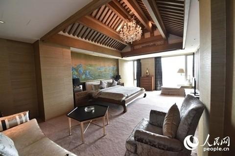 Các phòng khác được bày trí theo phong cách truyền thống.