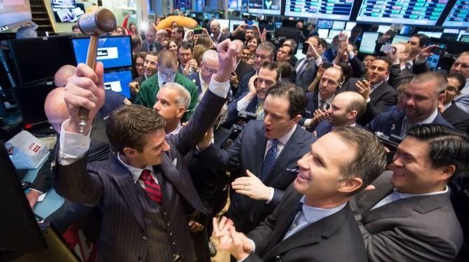 Chứng khoán Mỹ sụt điểm sau báo cáo kinh tế chưa đạt kỳ vọng