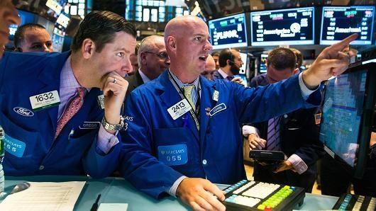 Chứng khoán Mỹ leo dốc nhờ tin kinh tế khởi sắc