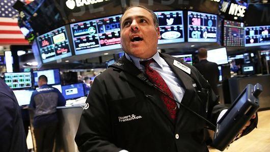 Chứng khoán Mỹ giảm điểm bất chấp số liệu kinh tế khởi sắc