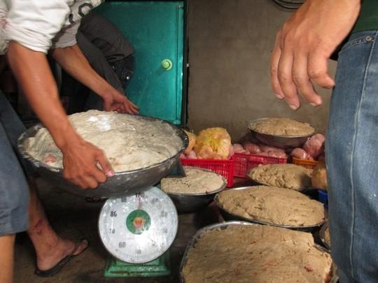 Toàn bộ tang vật tại cơ sở được ghi nhận lên đến trên 2,5 tấn (thịt tươi, thịt xay, thành phẩm, bột ngọt, phụ gia) chủ cơ sở có đơn xin tiêu hủy toàn bộ mà không cần lấy mẫu xét nghiệm. Trong đó, có hơn 1,2 tấn bò viên thành phẩm chuẩn bị xuất bán ra thị trường.