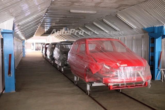Những chiếc xe Vinaxuki VG sau khi hoàn thiện sơn phần khung vỏ.