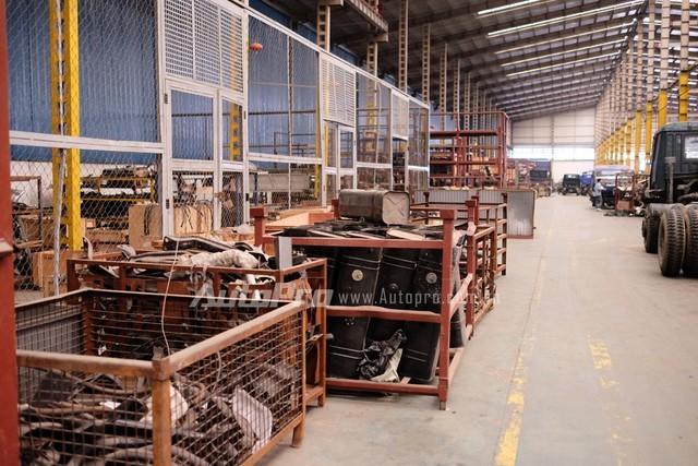 Khu sản xuất xe tải trước dây vốn tấp nập nhân công sản xuất thì nay chỉ còn lác đác những nhóm thợ nhỏ.