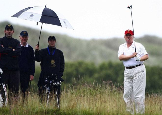 Có nguồn tin nói Trump mua Seven Springs với giá 7,5 triệu USD. Ông có ý định xây dựng một sân golf ở đây nhưng bị người dân địa phương phản đối.