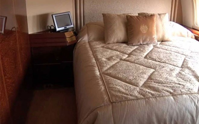Phòng ngủ của vị tỷ phú trên chiếc Boeing 757.