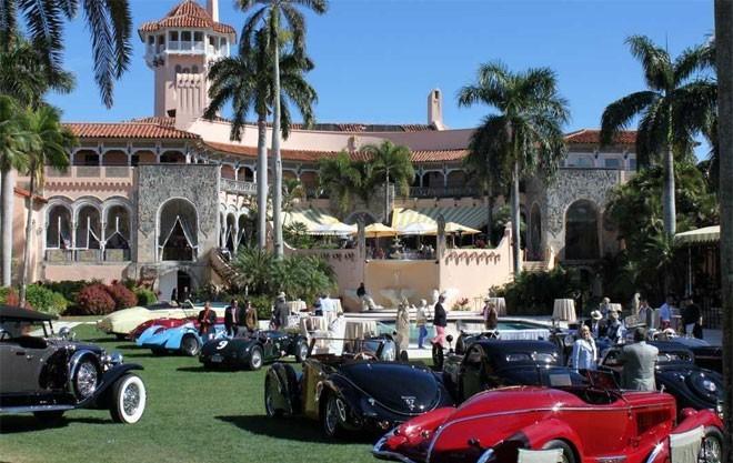 Vào năm 1985, Trump mua lại dinh thự Mar-a-Lago ở Palm Beach với giá 10 triệu USD và biến thành một câu lạc bộ riêng nằm trên diện tích đất gần 7 hectare.