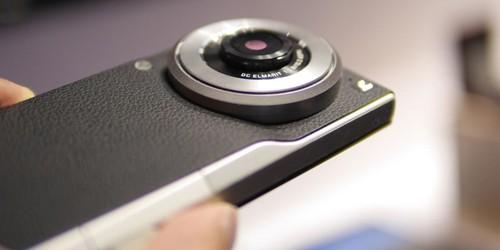 CM1 giống một chiếc máy ảnh có khả năng nghe gọi hơn là một chiếc smartphone chụp ảnh đẹp đơn thuần.