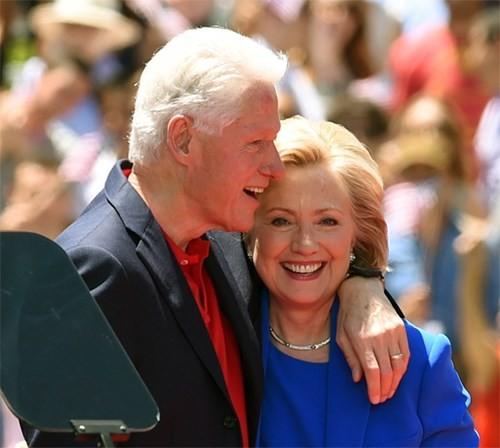 Vợ chồng cựu Tổng thống Mỹ Bill Clinton - Ảnh: AFP