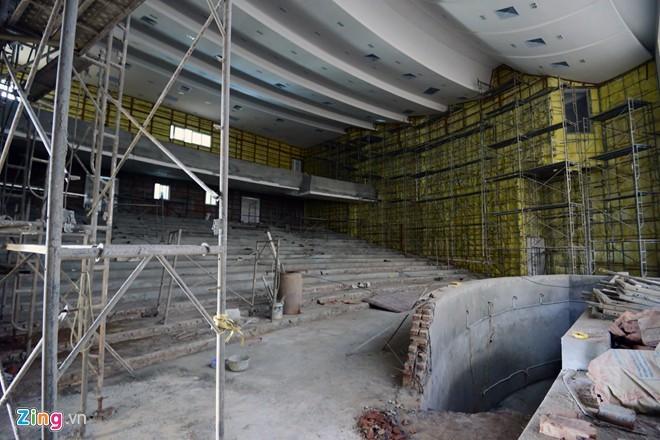 Nhà hát trăm tỷ xây dở, bỏ không
