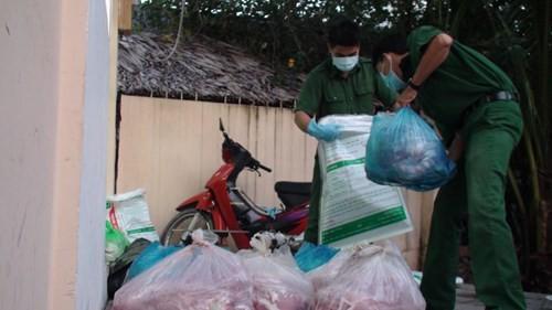 Bắt xe khách chở hơn nửa tấn thịt heo thối vào Sài Gòn tiêu thụ - ảnh 3