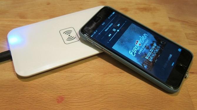 Qualcomm đã tìm ra cách khắc phục nuyên nhân lớn nhất ngăn cản các dòng điện thoại vỏ kim loại như iPhone và HTC One không thể hỗ trợ sạc không dây.