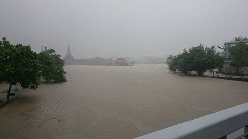 Uông Bí, 500 nhà, phá đập tràn, xe cơ giới