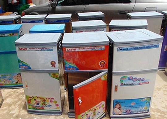 Máy lọc nước được lắp ráp hoàn thành và dán tem các sản phẩm chất lượng để lừa khách hành. Ảnh Công an Thanh Hóa